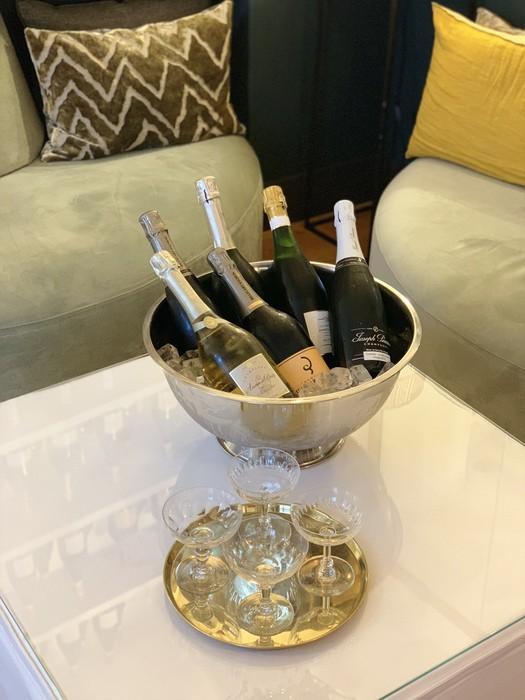 Dégustez une coupe de Champagne dans nos salons